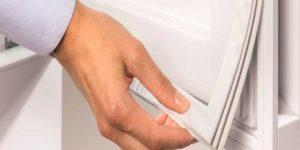 Как приклеить уплотнительную резинку на двери холодильника