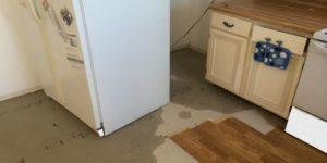 Почему течет холодильник: что делать для устранения протечек снизу и внутри