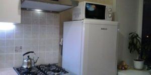 Можно ли ставить микроволновку на холодильник сверху или рядом