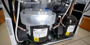 Почему компрессор холодильника горячий: что делать когда очень сильно греется, какой температуры должен быть